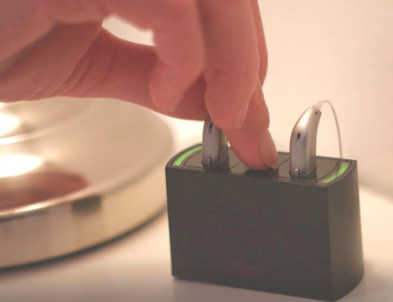Oticon Hörgeräte mit Akku oder Batteriebetrieb? Oticon Opn™ kann beides!