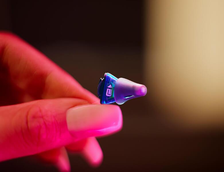 Silk X: Kleines Hörgerät zum Mitnehmen